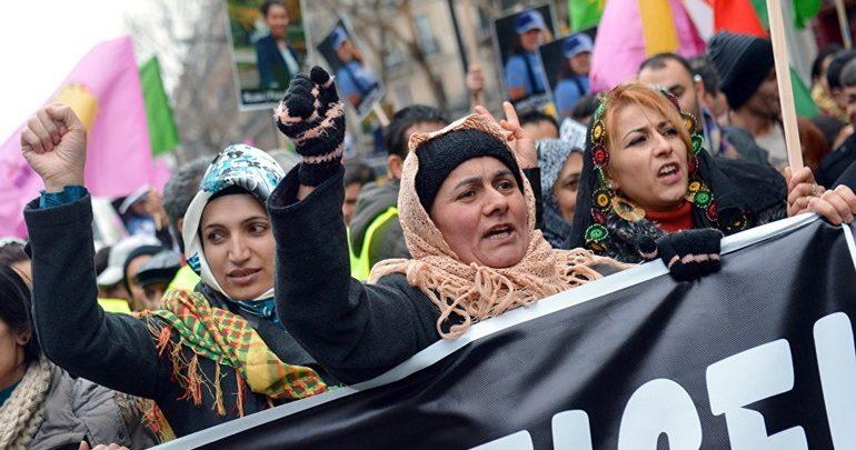 Γαλλία: Χιλιάδες Κούρδοι διαδηλώνουν είκοσι χρόνια μετά τη σύλληψη του Οτσαλάν