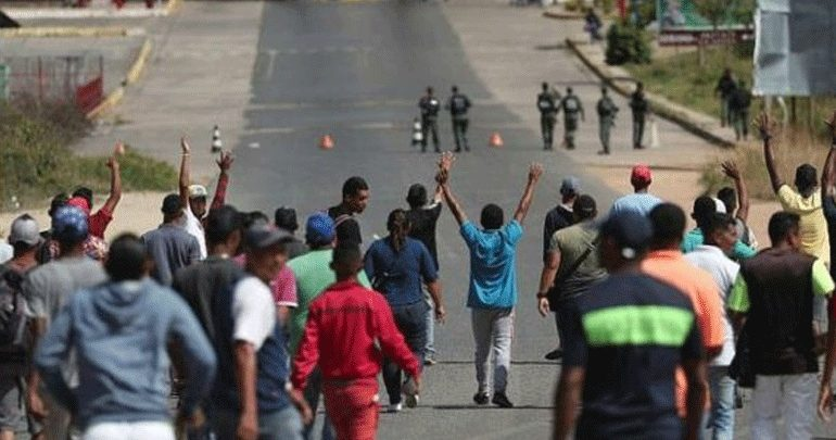 LIVE: Σε εξέλιξη διαδηλώσεις στα σύνορα Βενεζουέλας-Κολομβίας