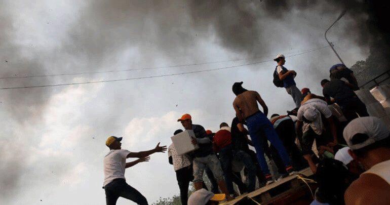 Βενεζουέλα: Πυρπολήθηκε από την αστυνομία φορτηγό με ανθρωπιστική βοήθεια