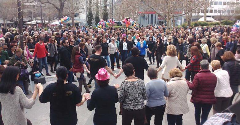 Τσικνοπέμπτη με χάλκινα, χορό και φαγητό στην Κεντρική πλατεία της Λάρισας