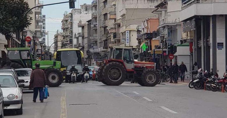 Συλλαλητήριο με τρακτέρ στο κέντρο του Βόλου (φωτο)