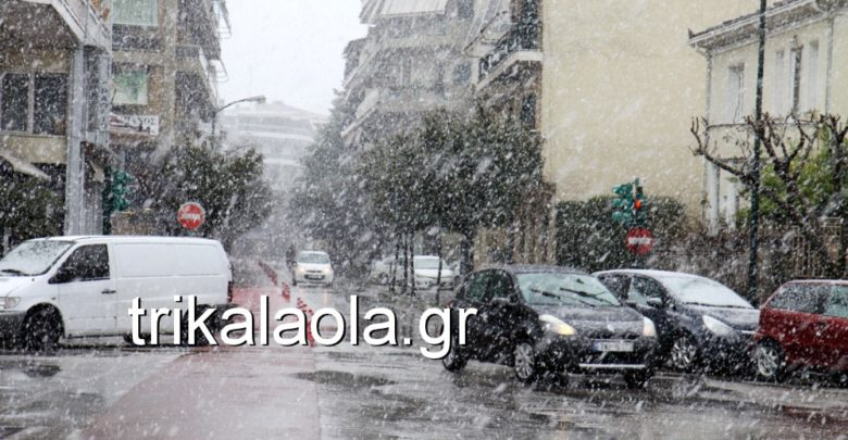 Απίστευτη ισχυρή χιονόπτωση άρχισε μέσα στα Τρίκαλα! (βίντεο)