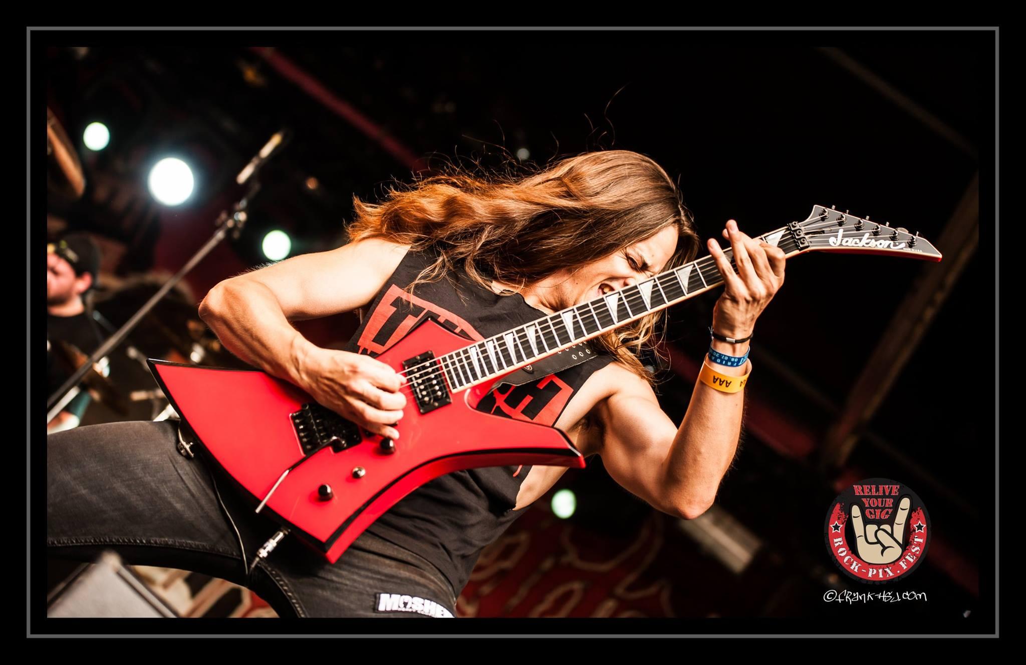 Gus Drax: Ο Λαρισαίος κιθαρίστας που «τα σπάει» σε Ελλάδα και εξωτερικό