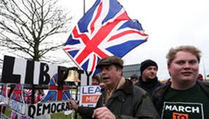 N. Farage: «Θα αναλάβω επικεφαλής του κόμματος Brexit αν συμμετάσχει το Ηνωμένο Βασίλειο στις ευρωεκλογές»