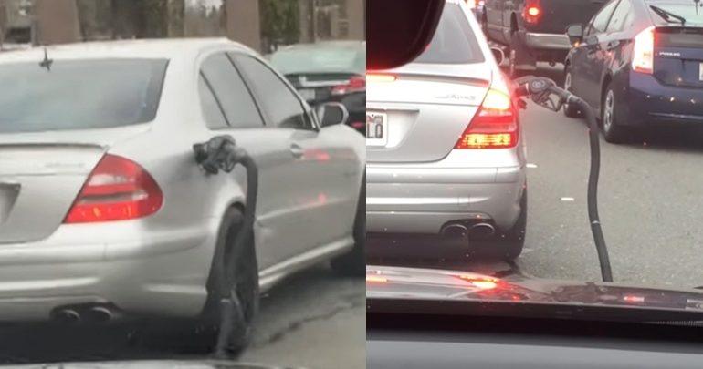 Έφυγε από το βενζινάδικο μαζί με τη μάνικα!