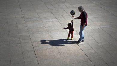 Συνήγορος του Πολίτη: Άδεια υιοθεσίας και σε πατέρες δημοσίους υπαλλήλους