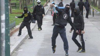 Επεισόδια στην Πατησίων μεταξύ νεαρών και ΜΑΤ - Τραυματίστηκε αστυνομικός