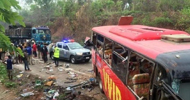 Τουλάχιστον 60 νεκροί από μετωπική σύγκρουση λεωφορείων στη Γκάνα