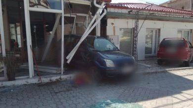 Πρέβεζα: Οδηγός παρέσυρε πεζή και κατέληξε μέσα σε κατάστημα