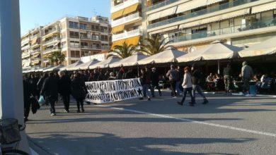 Διαδήλωση στον Βόλο με αίτημα να δοθεί άδεια στον Κουφοντίνα – Έγραψαν συνθήματα και πέταξαν αυγά (φωτο)
