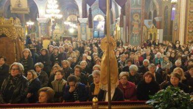 Πλήθος πιστών στον Άγιο Νικόλαο της Λάρισας για τους δεύτερους Χαιρετισμούς (φωτό)