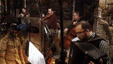 «Το Δάσος των Όρκων» στο ΔΩΛ - Το νέο έργο του Γιάννου Αιόλου με παράλληλη προβολή σπάνιων φωτογραφιών