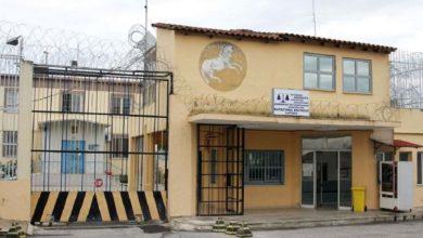 Κρατούμενος στις φυλακές Λάρισας «έσπασε στο ξύλο» δυο σωφρονιστικούς υπαλλήλους, στέλνοντάς τους στο νοσοκομείο