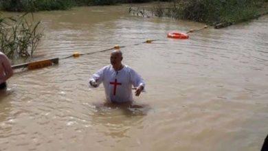Έγινε και αυτό: Δημοτικός Σύμβουλος της Φαρκαδόνας βαφτίστηκε  ...«Ράμπο» στον Ιορδάνη ποταμό