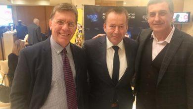 Και φωτογραφήθηκαν όλο χαμόγελο και είπαν ότι θα τα ξαναπούν σύντομα οι τρεις τους...
