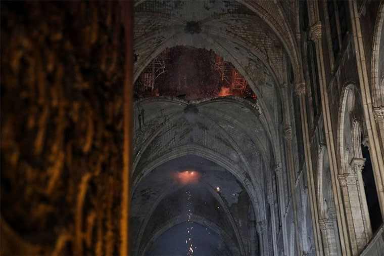 Παγκόσμια συνεισφορά για την αποκατάσταση της Notre Dame