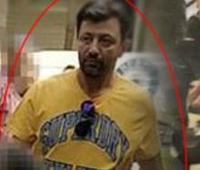 Ο άνδρας με το κίτρινο μπλουζάκι