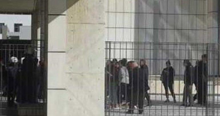 Εισβολή αντιεξουσιαστών στη δίκη για τη δολοφονία του Σαχζάτ Λουκμάν