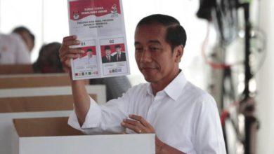 Ινδονησία: Ο απερχόμενος πρόεδρος Ουιντόντο ανακοίνωσε τη νίκη του στις προεδρικές εκλογές