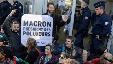 Γαλλία: Ακτιβιστές διαδηλώνουν για την κλιματική αλλαγή