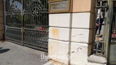 Θεσσαλονίκη: Μαθητές πέταξαν αυγά στην είσοδο του ΥΜΑΘ