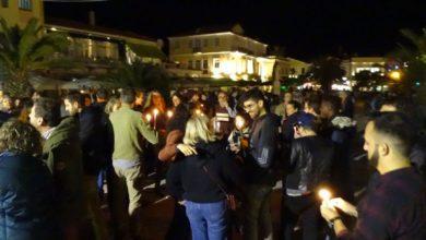 Πολίτες στο σιωπηλό συλλαλητήριο «για τον ένα χρόνο από τη ντροπή της πλατείας Σαπφούς»