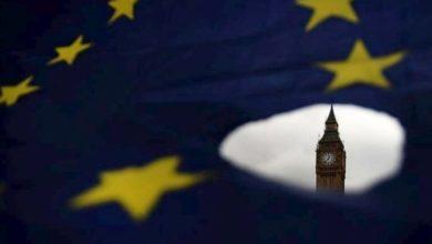 «Το Brexit σκιάζει τις προοπτικές της Βρετανίας και περιορίζει τις επενδύσεις»