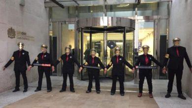 Διαδηλωτές της περιβαλλοντικής οργάνωσης Extinction Rebellion απέκλεισαν το Χρηματιστήριο του Λονδίνου