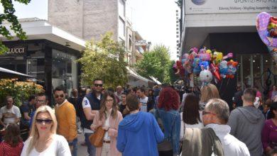 Σφύζει από ζωή το κέντρο της Λάρισας το μεσημέρι της Μεγάλης Παρασκευής (φωτο)