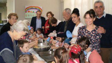 Πασχαλινά έθιμα αναβίωσαν παιδιά στο δημοτικό γηροκομείο