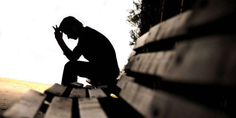 Αυτοκτονίες, ενδοοικογενειακή βία, κατάθλιψη – Γιατί αυξάνονται τα οικογενειακά δράματα