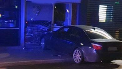 """Αυτοκίνητο.... """"μπούκαρε"""" σε κατάστημα στο κέντρο της Λάρισας - Έσπασε τη τζαμαρία! (φωτό)"""