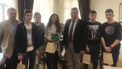 Συνάντηση Ευαγγέλου με τους μαθητές του 1ου ΓΕΛ που έλαβαν το πρώτο βραβείο σε πανελλήνιο διαγωνισμό ρομποτικής