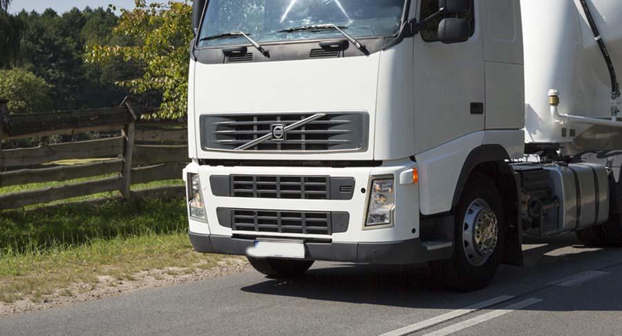 Καταγγελία: Λαρισαίος φορτηγατζής προκάλεσε μποτιλιάρισμα για να πάρει καφέ