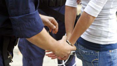 Νεαρή κοπέλα «μπούκαρε» σε κατάστημα στη Λάρισα και έκλεψε χρήματα από την ταμειακή