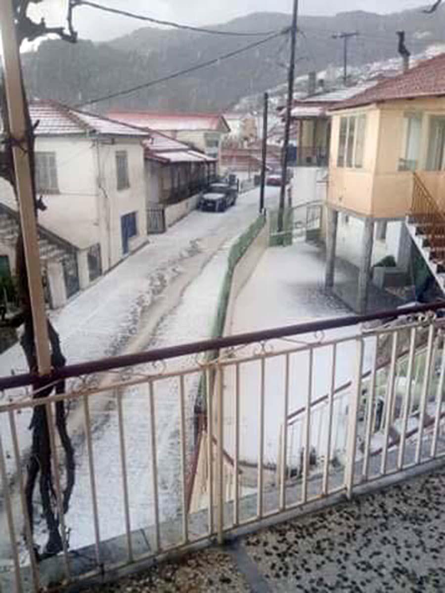 """Απίστευτες εικόνες στη Βερδικούσια: Κατακλυσμός από... χαλάζι - Το """"έστρωσε"""" κανονικά! (φωτό - video)"""