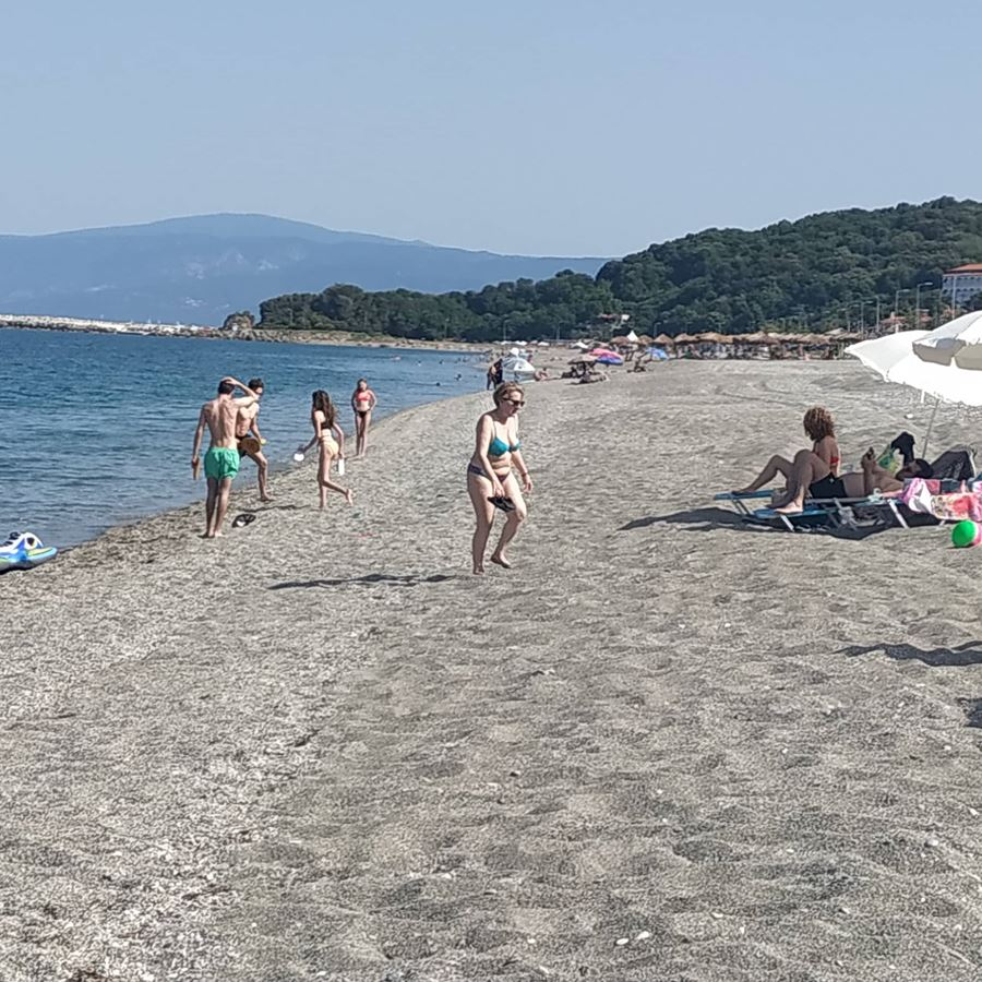 Γέμισαν οι παραλίες της Λάρισας - επιτέλους καλοκαίρι! (φωτό)