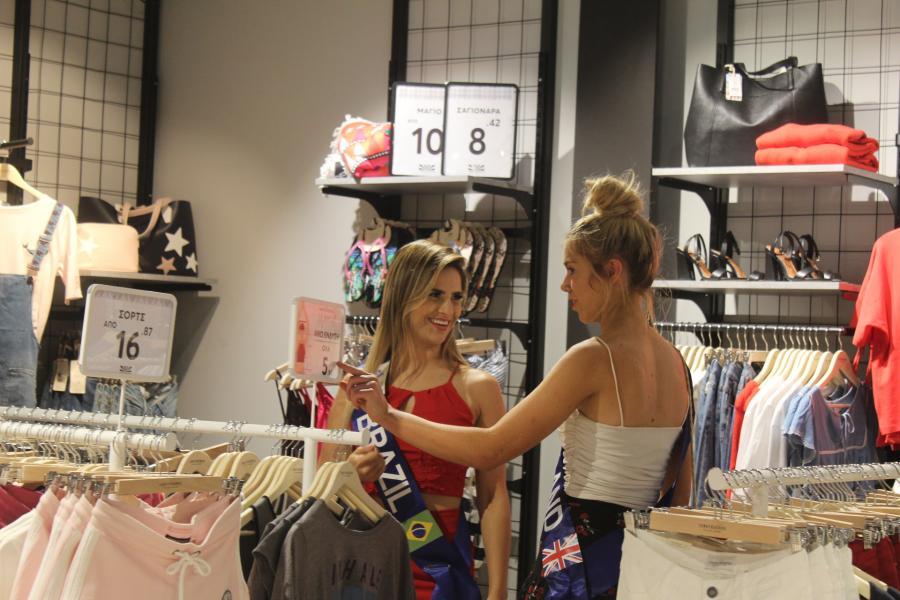 «Πλημμύρισε» καλλονές το Fashion City Outlet (φωτο)