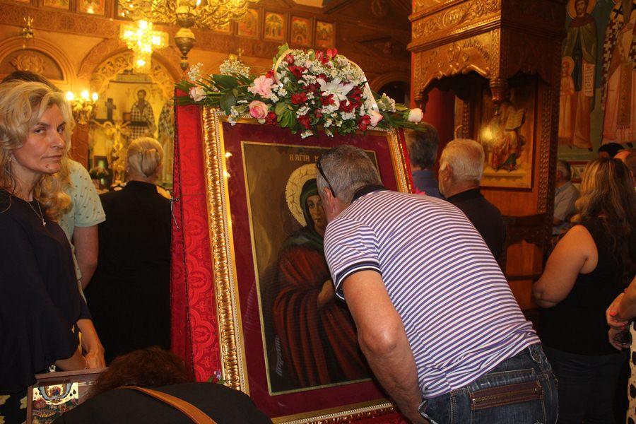Πλήθος Λαρισαίων πιστών στη λιτάνευση των λειψάνων και της εικόνας της Αγίας Μαρίνας (φωτο)