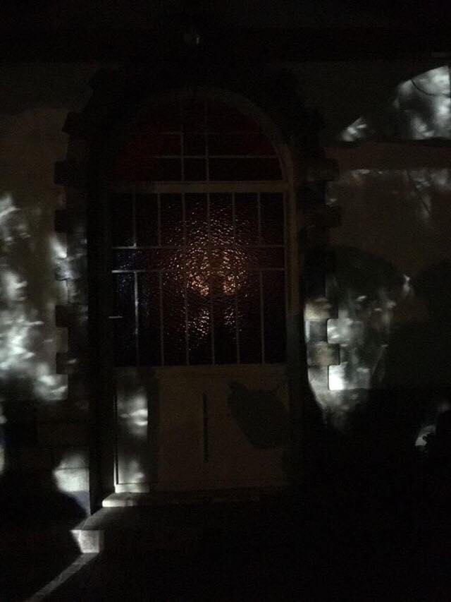 """Ένα καντήλι πίσω από το """"θαύμα"""" στην εκκλησία της Αγίας Παρασκευής στο Καλοχώρι; (φωτό)"""