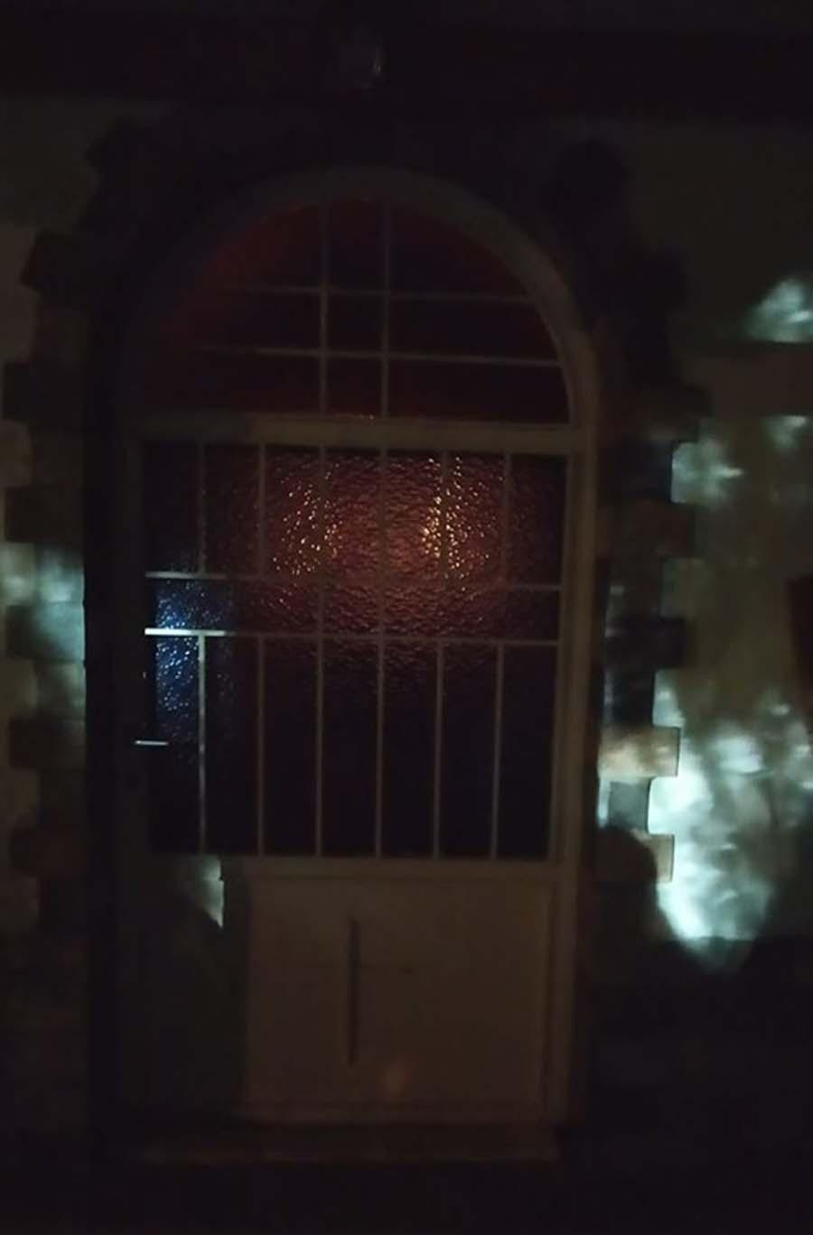 """Θαύμα στο Καλοχώρι της Λάρισας; - Πλήθη πιστών συρρέουν στην Αγία Παρασκευή για τη """"μορφή της Παναγίας"""" (φωτό)"""