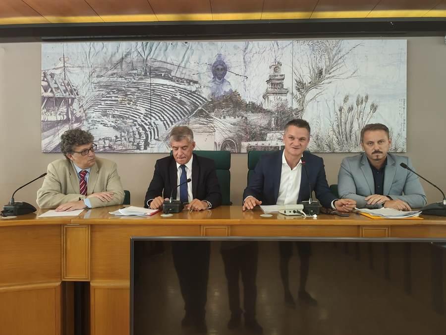 Ο Βασίλης Πινακάς πρόεδρος του νέου Περιφερειακού Συμβουλίου Θεσσαλίας - Δείτε το νέο προεδρείο (φωτο)