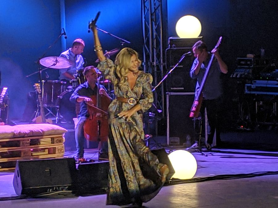 Ταξίδεψε μουσικά τους Λαρισαίους η Νατάσσα Μποφίλιου στο Κηποθέατρο Αλκαζάρ (φωτο - βίντεο)