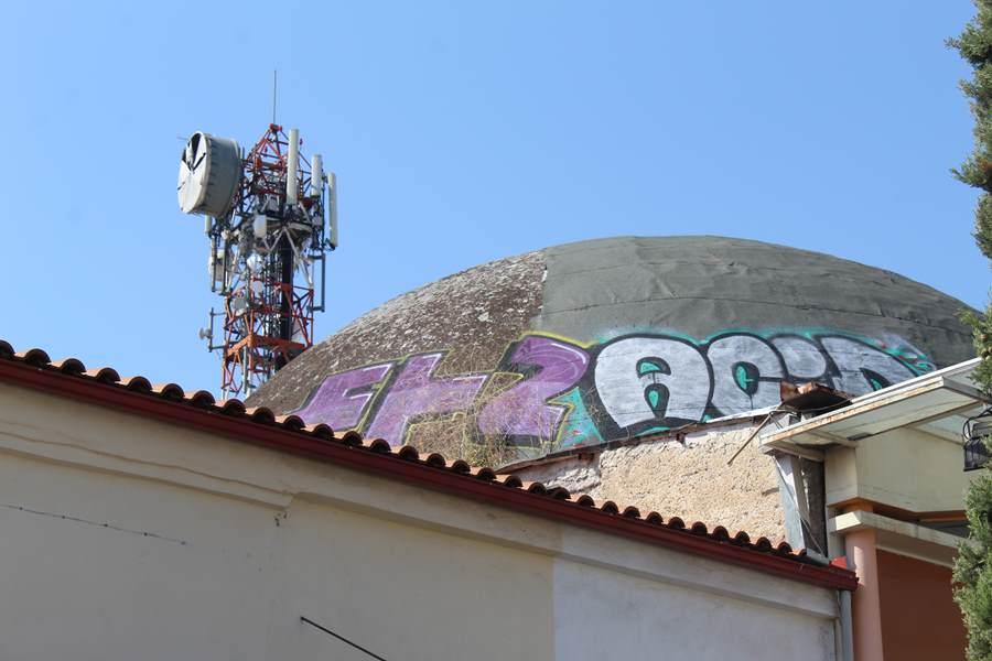 Βάνδαλοι έκαναν γκράφιτι στα Οθωμανικά Λουτρά στο κέντρο της Λάρισας – Καταγγέλθηκε στην αστυνομία το συμβάν (φωτο)