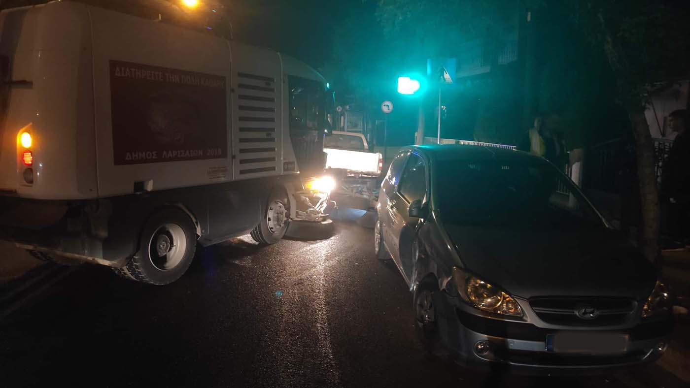 Τρελή πορεία αγροτικού σκόρπισε τον τρόμο στην οδό Βόλου - Δείτε φωτογραφίες