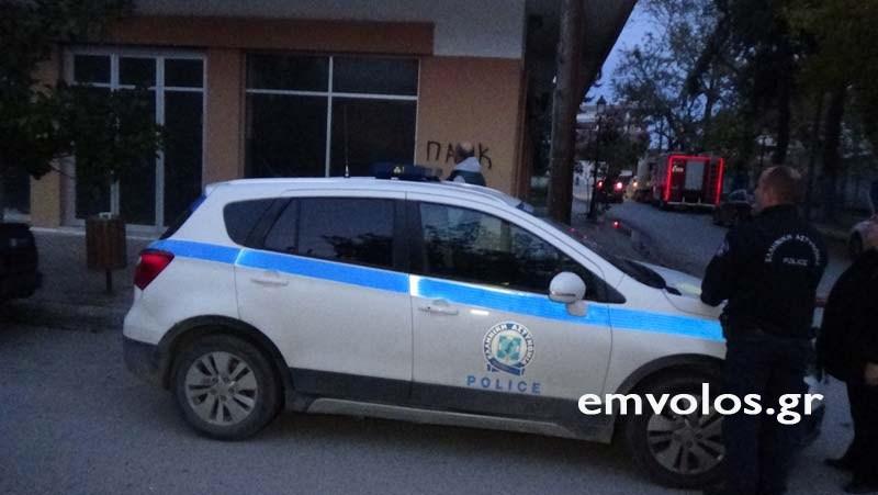 Αλεξάνδρεια: Αστυνομικός διέσωσε γυναίκα που κρεμόταν από το μπαλκόνι 4ου ορόφου