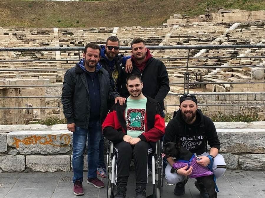Μια χείρα βοηθείας για τον νεαρό Δημήτρη που νοσηλεύεται στη Λάρισα: Συγκλονίζει η ιστορία του - Το πάρτι με την τραγική κατάληξη… (φωτο)