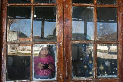 1455912 kataulismos roma lifo  2  - Χριστούγεννα σ' έναν καταυλισμό Ρομά στον Τύρναβο (φωτο)