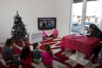 1455916 kataulismos roma lifo  6  - Χριστούγεννα σ' έναν καταυλισμό Ρομά στον Τύρναβο (φωτο)