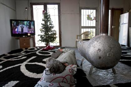 1455921 kataulismos roma lifo  10  - Χριστούγεννα σ' έναν καταυλισμό Ρομά στον Τύρναβο (φωτο)